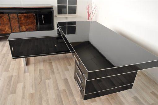 Bauhaus Eckschreibtisch, wundervoll gradliniger Korpus, schwarzer Hochglanzlack, Chromlinien, viel Stauraum, einzigartiges Design
