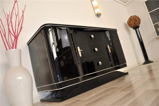 Art Deco Lowboard, geschwungene Türen, 3 Schubladen mit Chromknäufen, wundervoller Fuß, Klavierlack