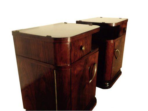 Schöne Art Deco Nachtschränkchen aus luxuriösem Palisanderholz. Original von 1925. großartiges Design, Messinggriffe, seltene Schränkchen