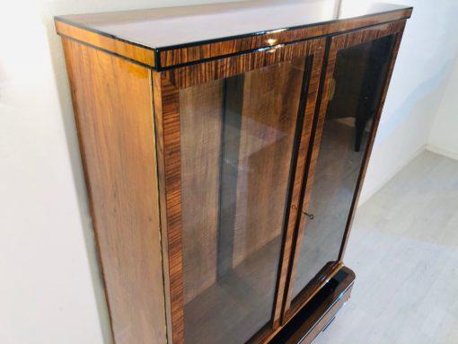 1930er Art Deco Vitrinen Schrank aus Nussbaumholz, Art Deco Möbel, Art Deco moebel Verkauf, Luxusmoebel, Antiquitaeten, Design, Furnier, Frankreich